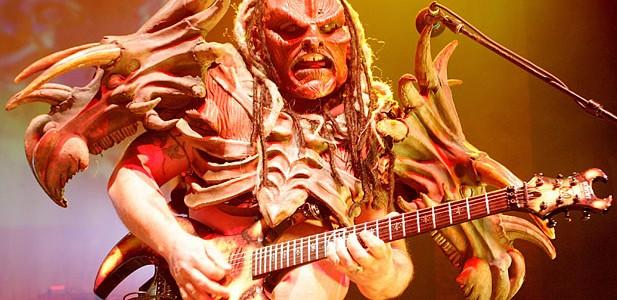 Despite the tragic news that guitarist Cory Smoot (aka Flattus Maximus) had passed away only a few days ago, GWAR have confirmed, through their management, that the twelve date tour […]