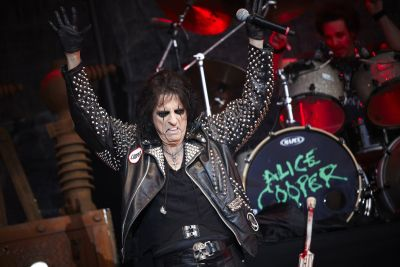 As well as touring the UK as Halloween draws closer, Alice Cooper is taking part in an event celebrating his love of horror films. The legendary musician is curating an […]