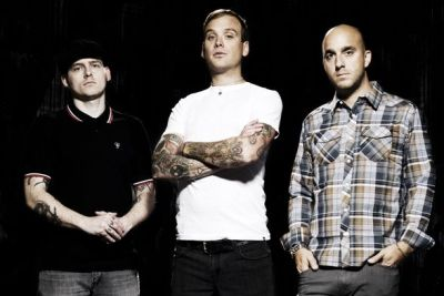 Alkaline Trio are known for their hypnotic and contagious brand of punk rock. Gracing stages and music channels for over 15 years there has been no stopping this Illinois trio. […]