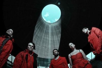 Watch the new vid for 'Here So Rain' from Black Submarine, Black Submarine are Nick McCabe (ex-The Verve guitarist), Simon Jones (ex-The Verve bassist), Davide Rossi (multi-instrumentalist/string arranger for Goldfrapp/Coldplay), […]