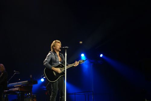 Bon_Jovi_live_in_London_by_Satvir_Bhamra