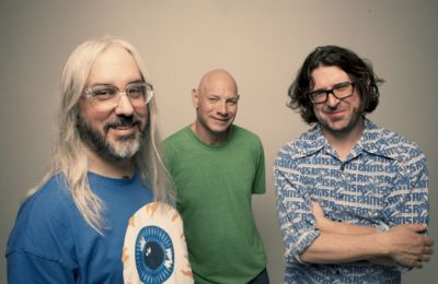 On September 17, 2012 Dinosaur Jr will be releasing a new album entitled 'I Bet On Sky' through [PIAS]. 'I Bet On Sky' is the third Dinosaur Jr. album since […]