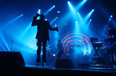 After 15 years that started with the single 'Salva Mea', Faithless, dance music pioneers Rollo, Maxi Jazz and Sister Bliss will end their musicaljourney at the O2 Academy via satellite […]