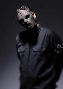 Paul Gray, bassist with U.S. metal band Slipknot was found dead in his hotel in Iowa yesterday. Gray was one of the founding members of the 9 masked men who […]