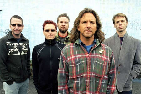 Grunge legends Pearl Jam debuted a new short documentary earlier today on MySpace based on the making of their new album 'Backspacer'. The band composed a 10-minute short in which […]