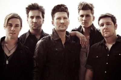 Anberlin are set to release their new album 'Dark Is The Way, Light is a Place' on November 15, 2010 via Defacto / Island Records to coincide with an extensive […]