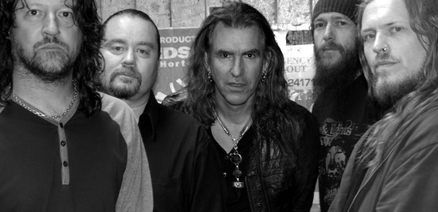 Perhaps the cult band of the 1980s, New Model Army effortlessly bridged the gap between the snarling politic of punks first-wave and its darker, more experimental [read: interesting] post-punk cousins. […]