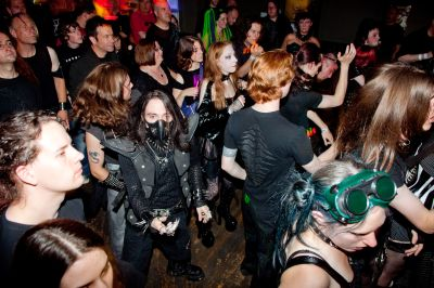 The_crowd_at_DV8