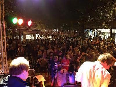 york 800 mor music fest crowd